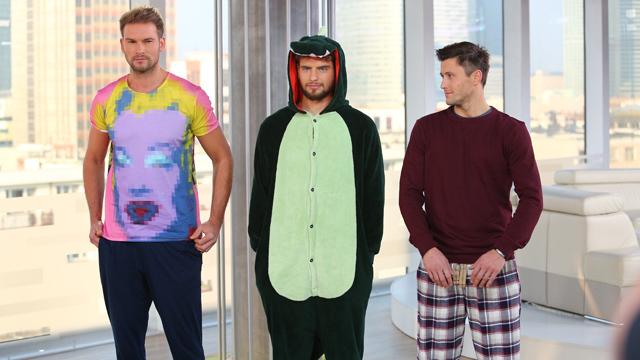 Mężczyźni w piżamach